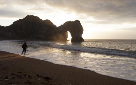 durdle door: Landscape photographer at  Durdle Door Beach in Dorset England Stock Photo