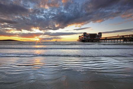 yegua: Somerset, Inglaterra, Weton Super Mare al atardecer