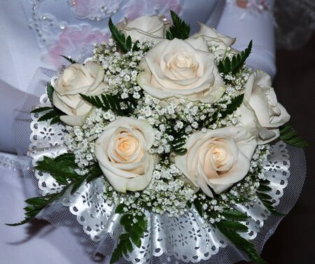 fidelity: charming wedding bouquet composed of beatiful white roses