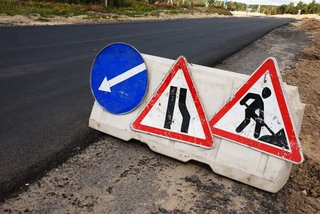 road works: radworks sign (under construction, men at work)