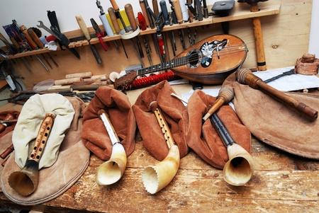 gaita: maestros laborales musicales, gaitas, mandolina antiguos, herramientas Foto de archivo