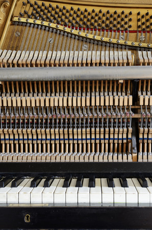 gamma tone: inside the piano: string, pins, keys and hammers