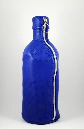 blue plastic bottle case with metal zipper Standard-Bild