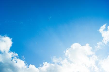 blauwe hemel met wolken Stockfoto