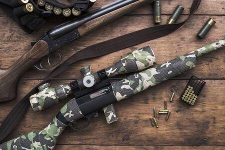 小口径 22 長いライフルと二連式の狩猟用ライフル 写真素材