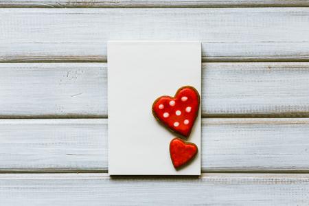 Carte de voeux vierge avec des biscuits en forme de coeur. Concept de valentine Banque d'images - 94580937
