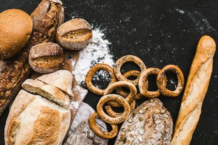 Veel gemengde broden en handgemaakte bagels