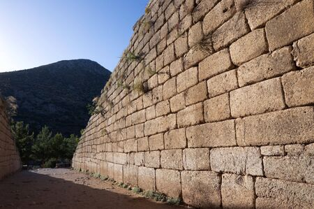 constituting:  wall Cyclopean, constituting a primitive style of masonry characterized by the use of massive stones of irregular shape and size, of passage of The Treasury of Atreus or Tomb of Agamemnon at ancient Mycenae Stock Photo