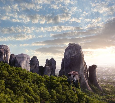 sunset on monastery Agias Varvaras Roussanou on top of rock Meteora, Greece Banque d'images