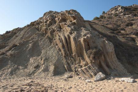 silica: Una roccia sedimentaria formata dal consolidamento e la compattazione di sabbia e tenuti insieme da un cemento naturale, quali la silice, in una spiaggia siciliana