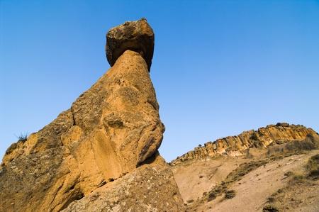 pin�culo: pinnacle imponente de espiral de roca en el crep�sculo en Capadocia, Turqu�a Foto de archivo