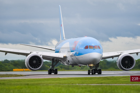 MANCHESTER UK, 30 MAY 2019: TUI Boeing 787-8 Dreamliner flight BY2429 from Dubrovnik taxies off runway 23R at Manchaester Airport after landing. Redactioneel