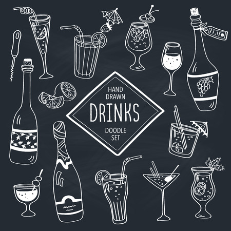 Drinks doodle set. Hand drawn cocktails icons on chalkboard. Doodle beverages collection. Bottles, glass, cocktails. Water, wine and juice. Ilustração