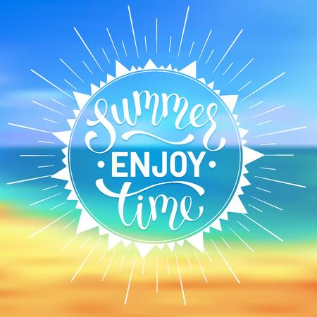 Genießen Sie Sommerzeit Wortlaut. Helle Sommerzeit-Schriftzug-Design. Genießen Sie den Sommer Grußkarte Konzept.
