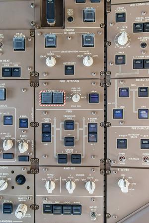 旅客機のオーバー ヘッド パネル