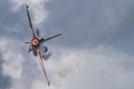 f 16: Jet fighter with afterburner