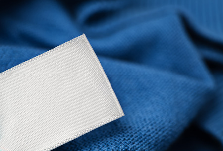 lavanderia: Instrucciones de cuidado de la ropa etiqueta de tela maqueta en blanco