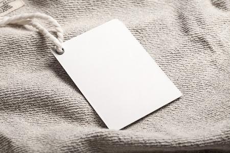 etiquetas de ropa: Cloth etiqueta etiqueta maqueta en blanco