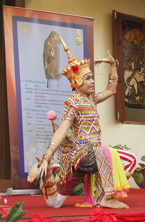 nakhon: NAKHON SI THAMMARAT, THAILAND - AUGUST 03: Woman dance Ma-No-Ra Form of folk-dance at opening Nang Talung Museum, House of The National Artist, Suchart Subsin, in Nakhon Si Thammarat, Thailand, August 03, 2011  Editorial