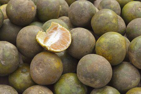citrus reticulata: Fresh oranges (Citrus reticulata Blanco) for sale Stock Photo