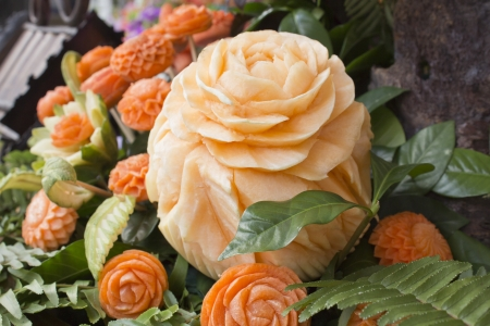 Thai art of carved cantaloup and carrots like a flower Archivio Fotografico