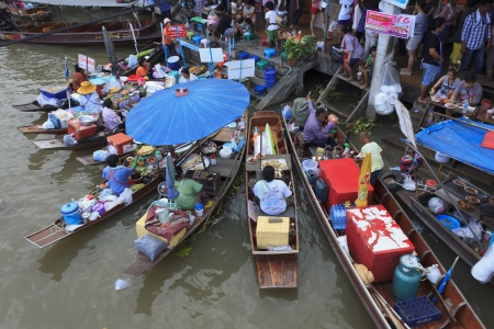 SAMUT SONG KARM - MAY 19, Unidentified womens sell food on wooden boats in a floating market at Amphawa floating market on May 19, 2012 in Samut Song Kram, Thailand. Stock Photo - 13714728