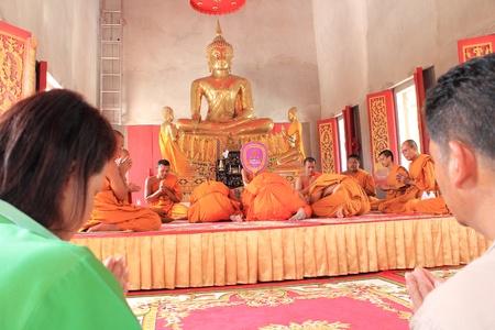klerus: Nakon Si Thammarat, THAILAND - NOVEMBER 17: Geistliche Konferenz im neu buddhistischen Ordinationszeremonie am 17. November 2012 in Nakon Si Thammarat, Thailand.