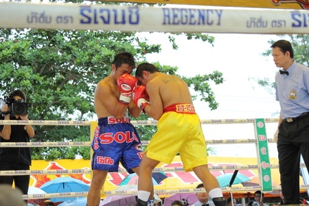 SURAT THANI, THAILAND � DECEMBER 14 : Ratchasak Sitmoaseng and Shucheelhong fight boxing on December 14, 2012 in Surat Thani, Thailand.