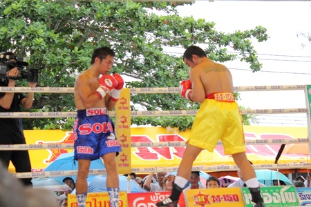 SURAT THANI, THAILAND � DECEMBER 14 : Ratchasak Sitmoaseng and Shucheelhong fight boxing on December 14, 2012 in Surat Thani, Thailand. Stock Photo - 16869565