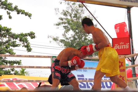 SURAT THANI, THAILAND – DECEMBER 14 : Ratchasak Sitmoaseng and Shucheelhong fight boxing on December 14, 2012 in Surat Thani, Thailand. Stock Photo - 16869562