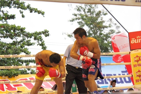 wba: SURAT THANI, THAILAND � DECEMBER 14 : Ratchasak Sitmoaseng and Shucheelhong fight boxing on December 14, 2012 in Surat Thani, Thailand.