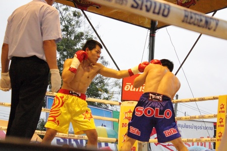 wba: SURAT THANI, THAILAND - DECEMBER 14 : Decha Kokietgym and Chenyujie fight boxing on December 14, 2012 in Surat Thani, Thailand.
