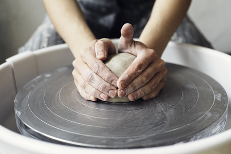 Ceramic working process with clay potters wheel Banque d'images