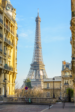 View of the Eiffel Tower from a small cobbled dead-end street of the Chaillot hill by a sunny winter afternoon. Stock Photo