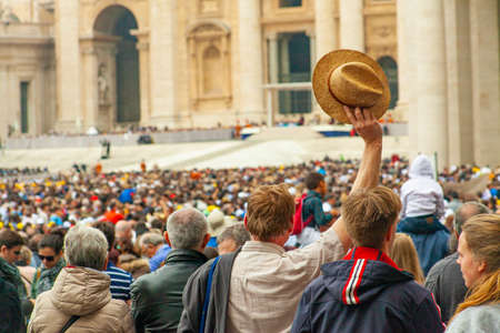 04/09/2014 - Rome, Italy: A man greets Pope Francis with his hat in St. Peter's Square Editorial