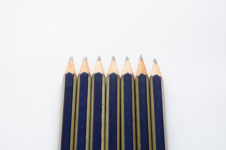 fekete ceruzával, fehér alapon