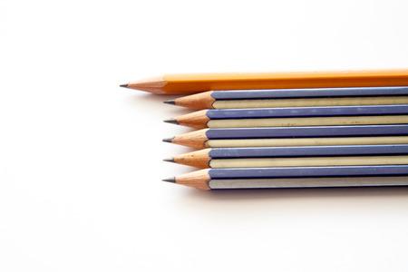 alkalmasság: fekete ceruzával, fehér alapon
