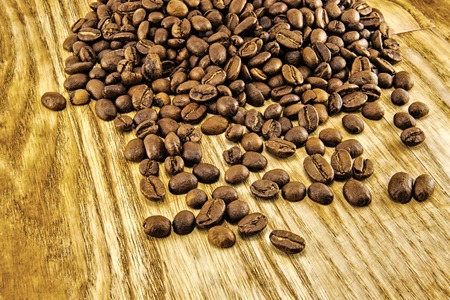 coffee beans: Coffee beans on vintage wooden board. Top image
