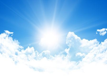 sol radiante: fondo de cielo azul Foto de archivo
