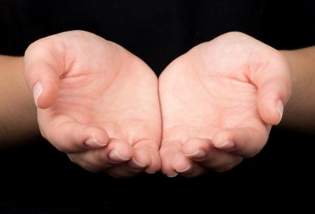dando la mano: Mujeres manos como si sostuviera algo