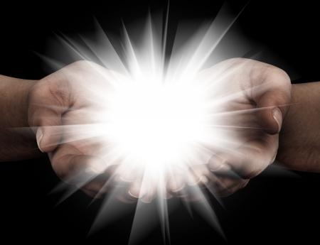 manos orando: Cogidos de la mano abierta con luces brillantes Foto de archivo
