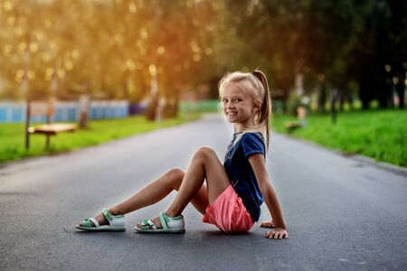 little girl with long hair plays on nature Banque d'images