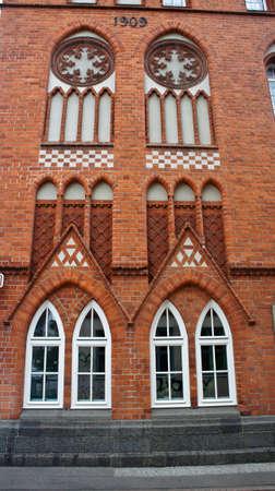 Part of brick building, decoration windows, Lubeck Stockfoto