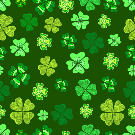 Seamless green clover leaf decorative on a dark green background.Doodle St Patrick s Day Seamless Pattern. Hand drawn vector sign luck. Funny festive card for the holiday. Elegant natural background. Vettoriali