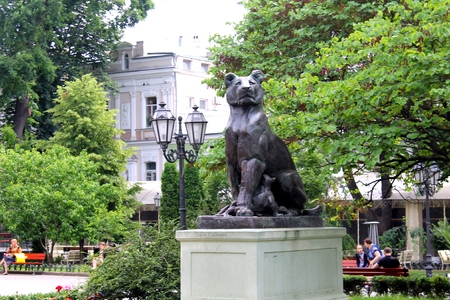 offsprings: Statue Lioness with offsprings in Odessa, Ukraine
