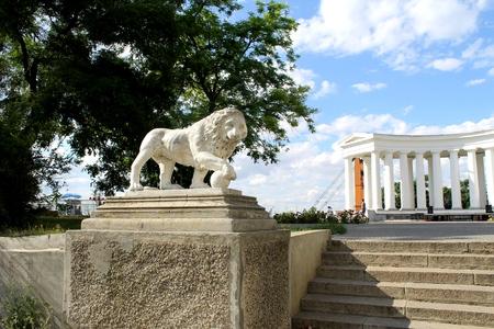 vorontsov: Lion statue and Colonnade at Vorontsov Palace in Odessa  Ukraine