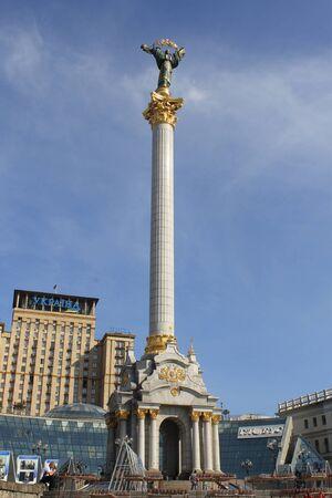 angel de la independencia: Monumento de la Independencia en Kiev Editorial