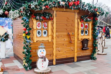 Beautiful Santa's house in city park Banque d'images - 110791131