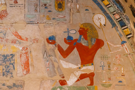 Ancient egyptian painting at the Mortuary Temple of Hatshepsut in Luxor, Egypt Imagens
