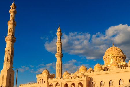 Facade of El Mina Masjid Mosque in Hurghada, Egypt 免版税图像